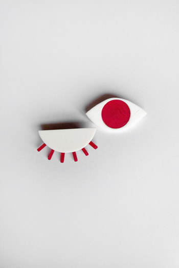 broche_oeil_rouge_pomme_amour